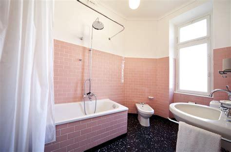 foto bano  azulejos pintados de rosa