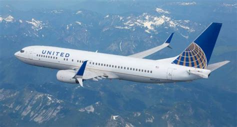 united flight united airlines returns to paine field with new services