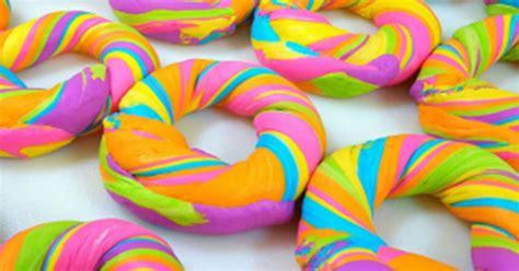 membuat donat rainbow cara membuat rainbow bagel kue pelangi yang cantik dan