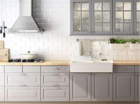 accent color for white and gray kitchen jakou byste zvolili kuchyně