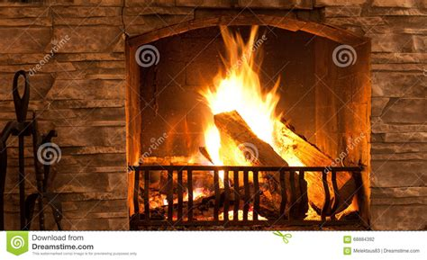 fuoco nel camino fuoco nel camino fotografia stock immagine di camino