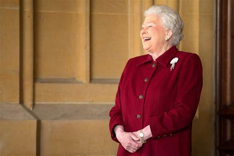 queen elizabeth 2 queen elizabeth ii britain s longest reigning monarch 63