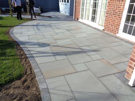 600 215 900 21 10 m2 silver dune smooth sawn sandstone paving