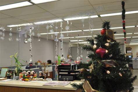 how to decorate a bureau for christmas in a tiny cottage d 233 coration bureau pour noel exemples d am 233 nagements