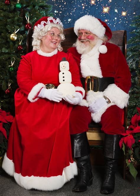 mr and mrs claus bellingham duo don santa and mrs claus costumes during