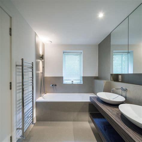 salle de bain taupe 35 id 233 es d am 233 nagement avec un