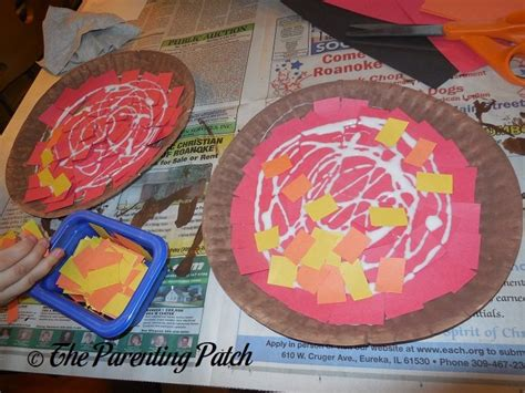 Paper Plate Pizza Craft - p is for pizza paper plate craft parenting patch