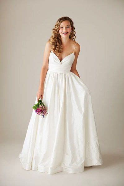 Simple Wedding Pictures by 17 Best Ideas About Simple Wedding Gowns On