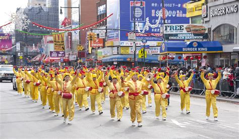 new year parade tv new york city falun gong practitioners participate in
