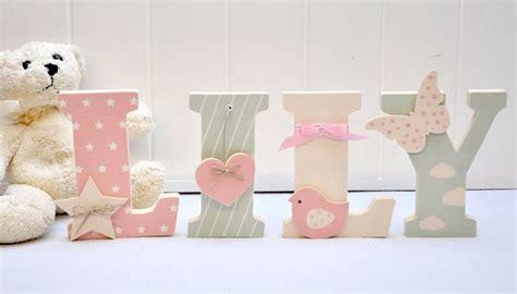 lettres pour chambre bébé les 25 meilleures id 233 es concernant lettres en tissu sur