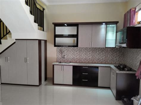 Sho Metal Yang Kecil contoh desain model kitchen set minimalis bawah tangga