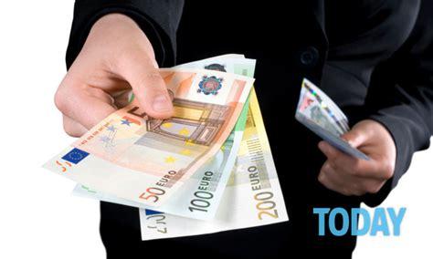 stipendi in banca pagamento dello stipendio in banca o alle poste ecco