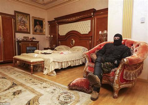 Pink Chandelier Lamp Viktor Pshonka Ukraine S Prosecutor General S Opulent