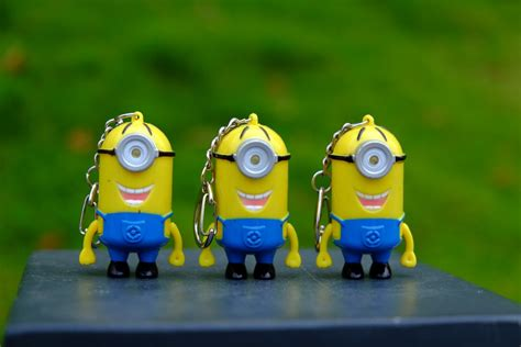 Ho4083 Patung Animation Mini Despicable Me Set cheapest new minions toys despicable me 2 3d mini led keychain talk minion pvc