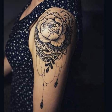 tattoo mandala epaule tatouage femme epaule piercing tattooo pinterest