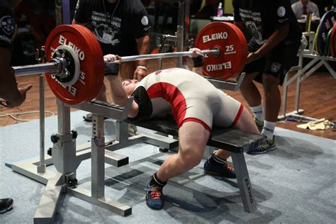 an easy guide to bench press like a powerlifter for any