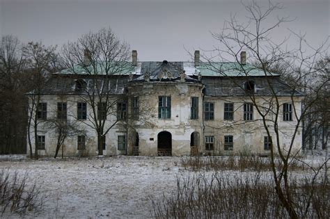 old mansions abandoned mansion spoooooooooky pinterest