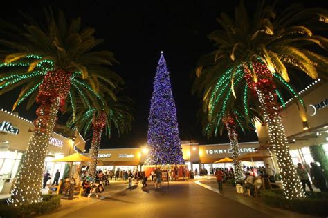 annual tree lighting ceremony at citadel outlets story