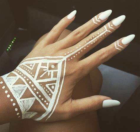 white henna tattoo on hand easy henna search tattoos