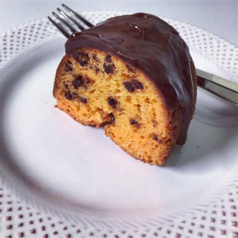 Chocolate Chips Sink To Bottom Of Cake by Save Those Chocolate Chips From Sinking In Cake Batter