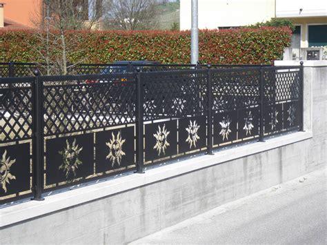 ringhiera in ferro battuto per interno ringhiere per recinzioni esterne ringhiere e recinzioni