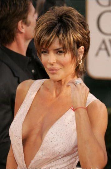 how does lisa rinna style her hair short layered bold