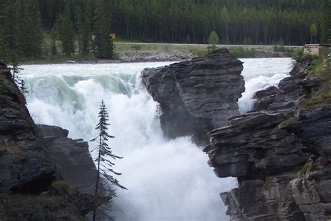 sunwapta falls file athabasca sunwapta falls jpg