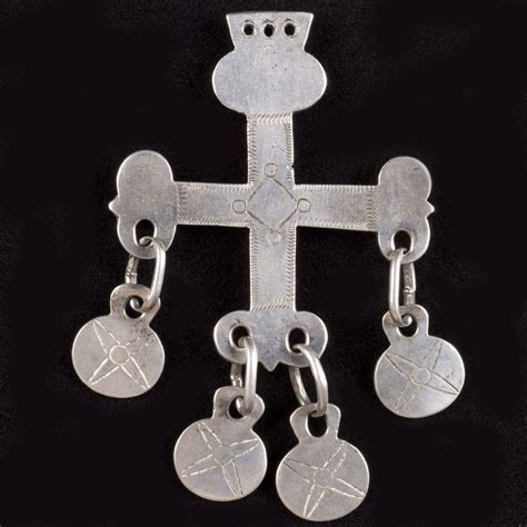Southern Home Design Andres Moraga Textile Art Mapuche Silver Jewelry
