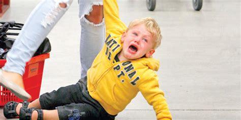 imagenes niños haciendo berrinches 5 acciones para controlar los berrinches de su hijo mama