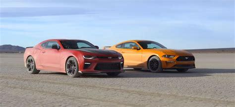 Mustang Gt Vs Camaro Ss by Ford Mustang Gt Vs Chevrolet Camaro Ss 1le Desert Drag