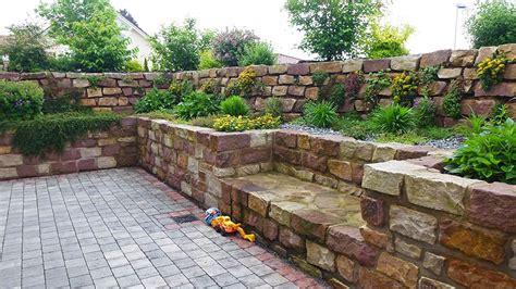 Gestaltung Gartenmauer by Gartenmauer Gestaltung Beton Im Garten Gestalten Mit