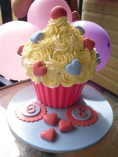 images  giant cupcake ideas  pinterest minnie mouse birthday cakes giant cupcake