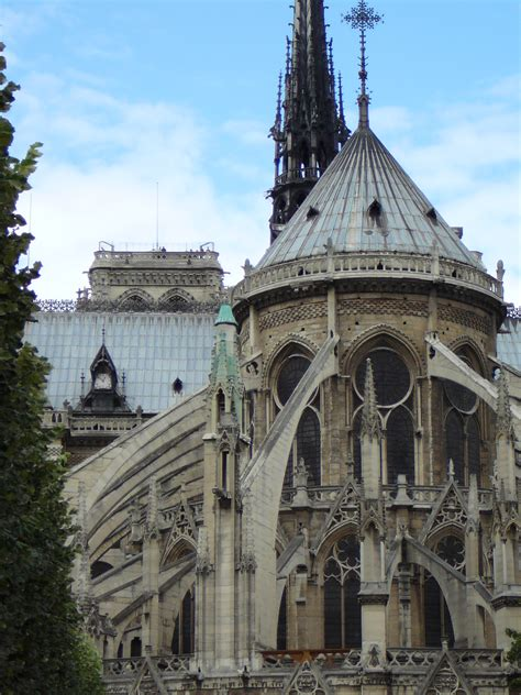 notre dame of paris cathedral writing style