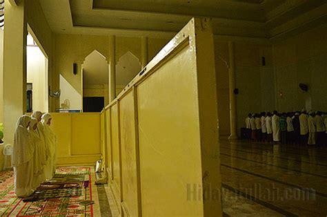 Shalat Tarawih Lkis Pustaka Pesantren tarawih istimewa bareng imam palestina hidayatullah