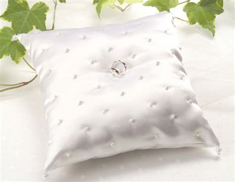 cuscino con foto quanto costa dettagli portafedi il classico cuscinetto o con i fiori