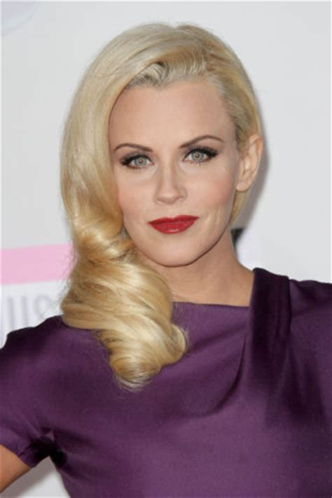 jenny mccarthy bathtub jenny mccarthy excited to be myself outrageous but fun quot in new vh1talk show
