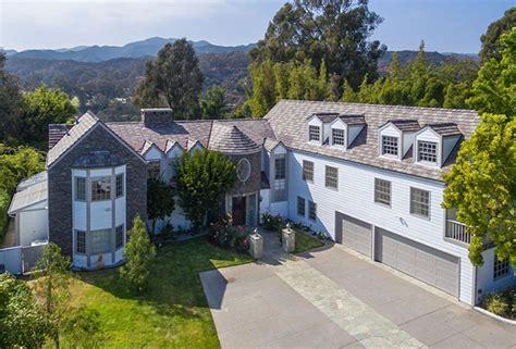 tom hanks haus tom hanks lists neighboring california mansions for 18m
