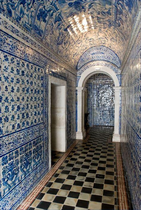 azulejos  linterieur de leglise du couvent dalcobaca