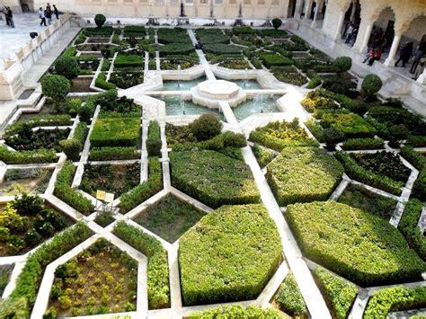 small gardens  fountains  sublime giardino
