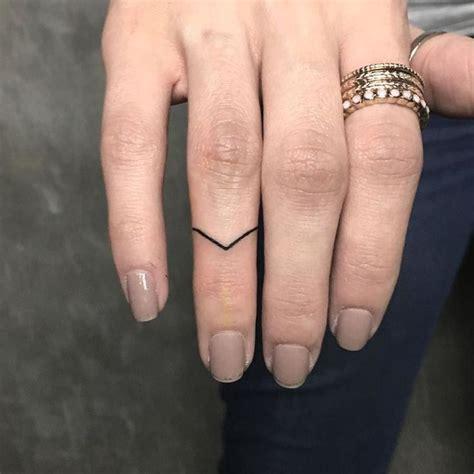tattoo on hand finger best 25 finger tattoos ideas on pinterest henna finger