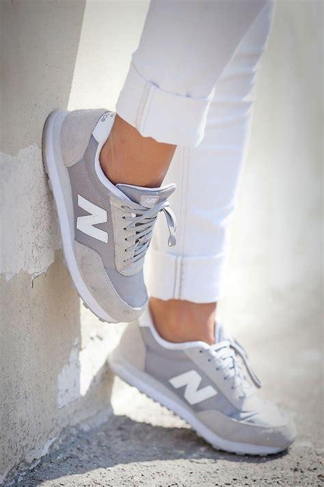 Kets Fashion Abuabu 10 pilihan sepatu kets yang membuatmu ingin memilikinya untuk temani langkah kakimu