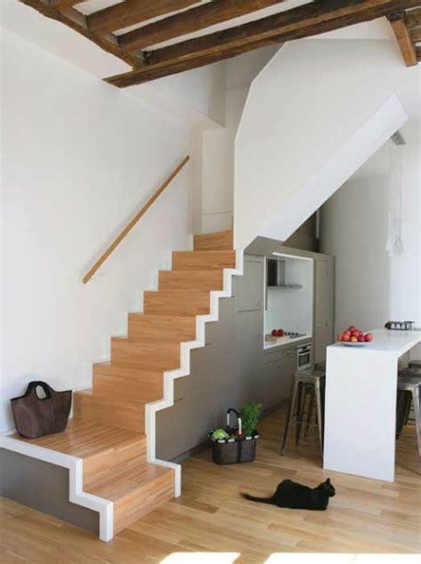 kreative badezimmer lagerung ideen coole platzsparende lagerung ideen im treppenhaus
