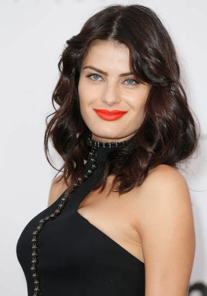 hair isabeli fontana beauty hair make isabeli fontana red lipstick beauty lookbook stylebistro