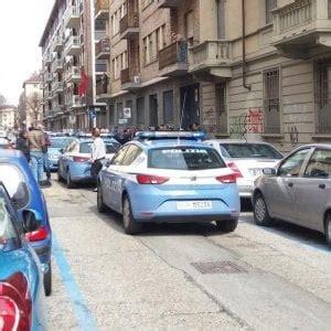 consolato marocchino a roma torino poliziotti entrano armi in pugno nel consolato