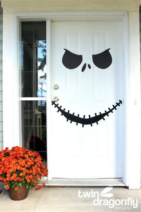 30 inspiring diy halloween decorations 50 best halloween door decorations for 2018