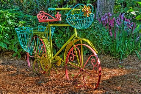 Brighten Up Your Garden by Funky Neon Bicycle To Brighten Up Your Garden Detalles