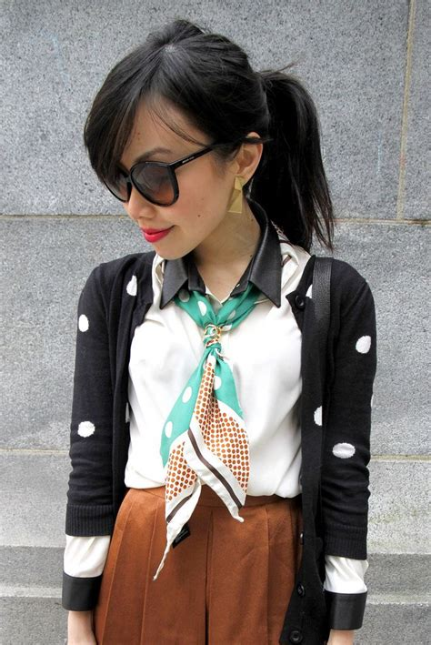 7 Scarf Styles For Fall by How To Wear Silk Scarves This Summer Hyacinthtrend
