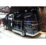 Toyota HiAce Platinum Lounge Mobil Mewah Bernuansa Cafe