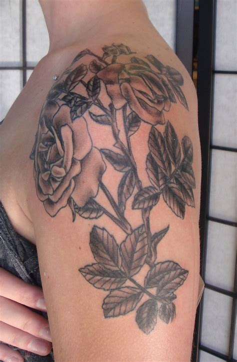 black rose shoulder tattoo 69 graceful roses shoulder tattoos