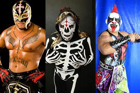 luchadores psicho sin mascara circus rey misterio la parka y psycho clown aparecen en medallas
